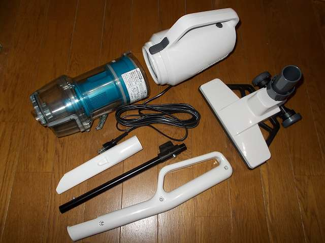 ツインバード TWINBIRD サイクロンスティック型クリーナー ホワイト TC-EA17W 開封、掃除機本体、ダストケース、すき間ノズル、パイプ+すき間ノズルホルダー、ハンドル、床用吸込口