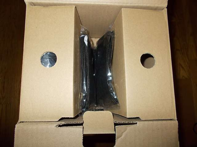 ツインバード TWINBIRD ハンディークリーナー ハンディージェットサイクロン EX HC-EB51GY 開封、梱包箱に収納されているアタッチメント収納袋