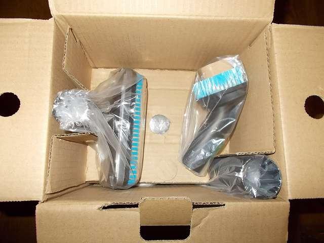 ツインバード TWINBIRD ハンディークリーナー ハンディージェットサイクロン EX HC-EB51GY 開封、梱包箱に収納されているフロアブラシ・ソフトブラシ・延長パイプ