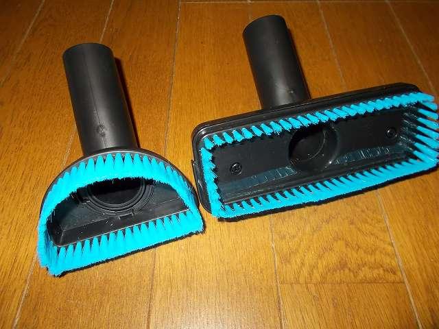 ツインバード TWINBIRD ハンディークリーナー ハンディージェットサイクロン EX HC-EB51GY、ソフトブラシ(画像左側)とフロアブラシ(画像右側)のブラシ内側