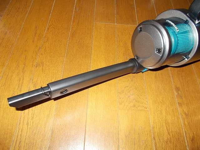 ツインバード TWINBIRD ハンディークリーナー ハンディージェットサイクロン EX HC-EB51GY、掃除機本体にやわらか伸縮すき間ノズルを取り付けたところ