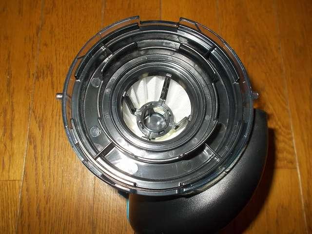 ツインバード TWINBIRD ハンディークリーナー ハンディージェットサイクロン EX HC-EB51GY、ダストケースに取り付けられているフィルター部(プリーツフィルター+アウターフィルター)