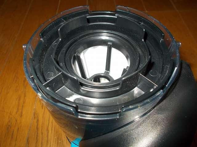 ツインバード TWINBIRD ハンディークリーナー ハンディージェットサイクロン EX HC-EB51GY、フィルター部の 4ヶ所の突起部を持ち左(反時計回り)に回して外す