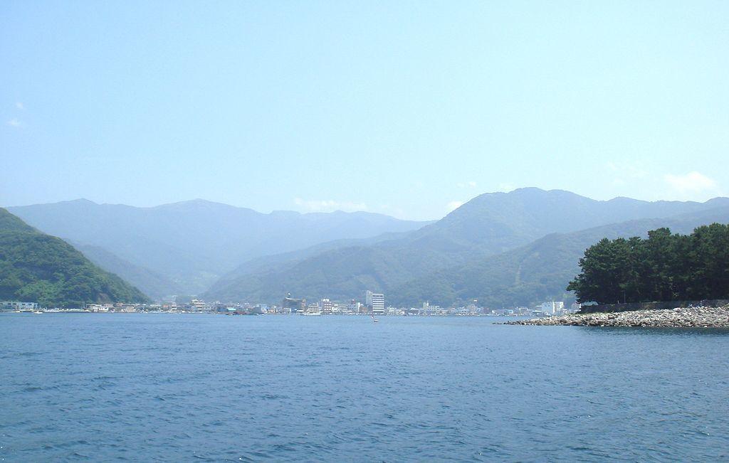 沖合から見た戸田港