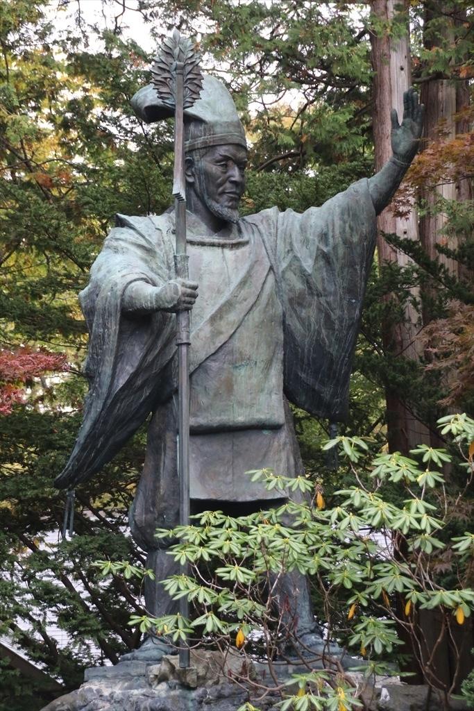 境内に立つ初代開拓判官・島義勇の銅像_1