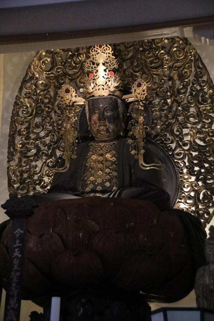 宝冠釈迦如来坐像_3