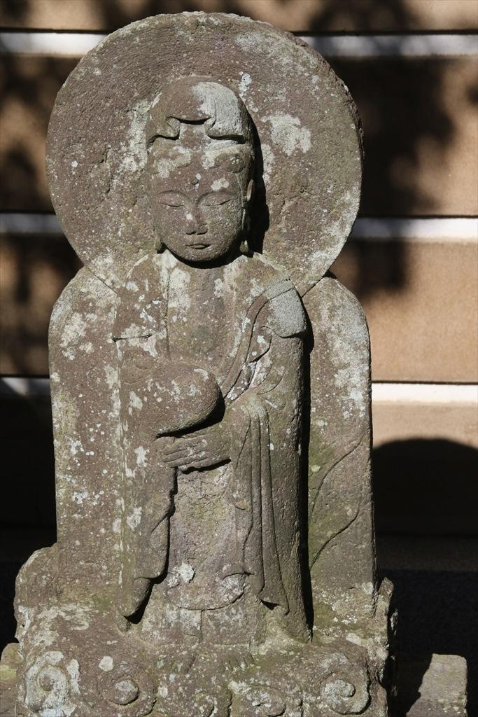 前庭の石像_6