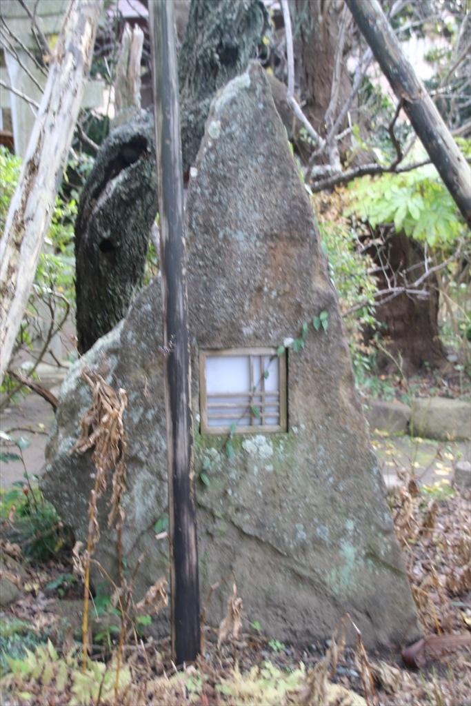 洒落た庭石_1