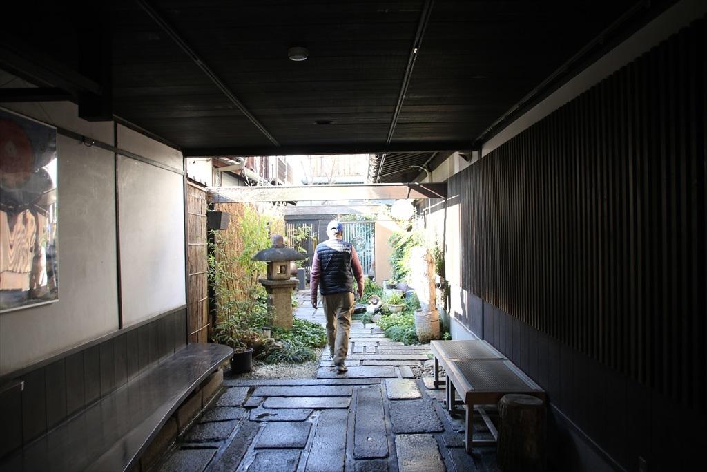近江牛の店『伽羅』に入る_1