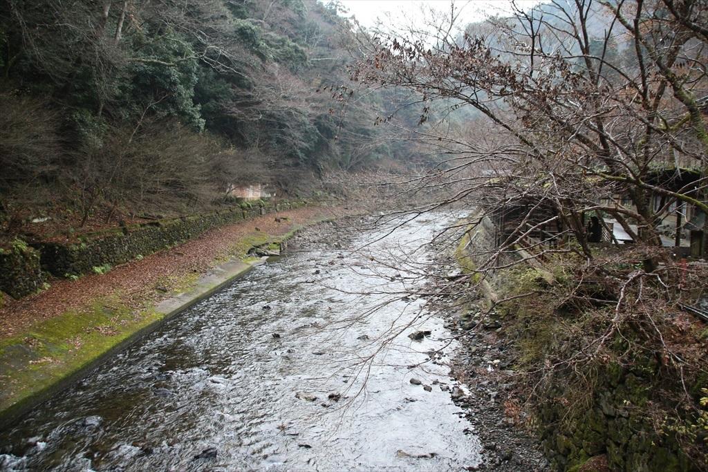 高尾橋を渡れば神護寺の境内に_2