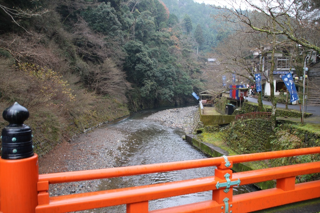 高尾橋を渡れば神護寺の境内に_3