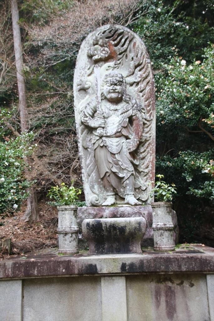 すごい石像もあった