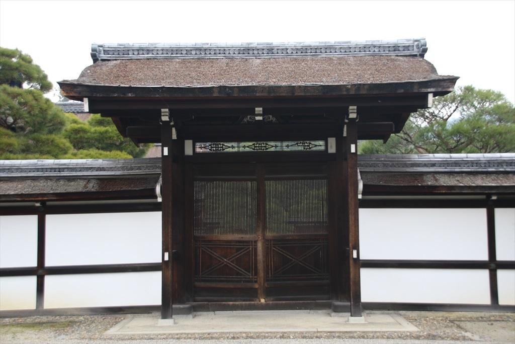 大玄関とその手前のエリア_9