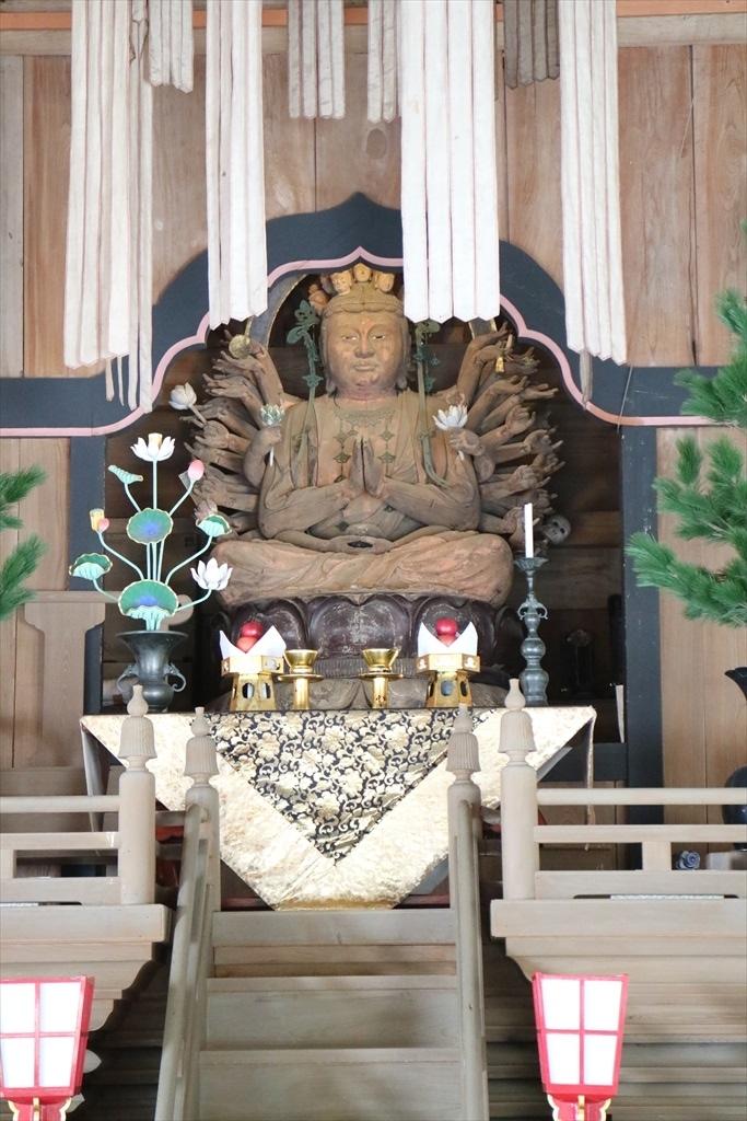 法堂(国指定重要文化財)_千手観音坐像_3