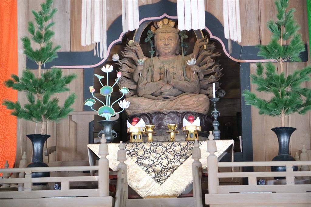 法堂(国指定重要文化財)_千手観音坐像_2