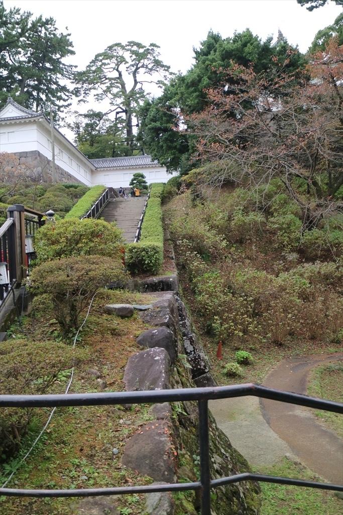 本丸東堀跡と常盤木橋_2