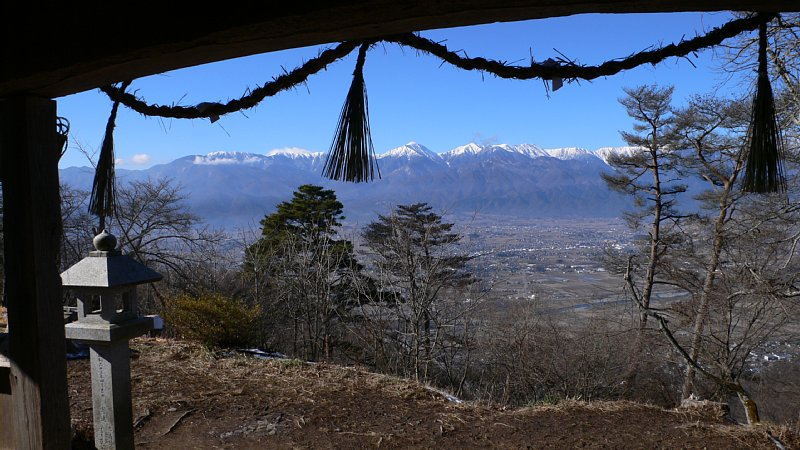 古峯神社中からの常念山脈