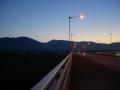 161203夜明け前の玉水橋を渡る