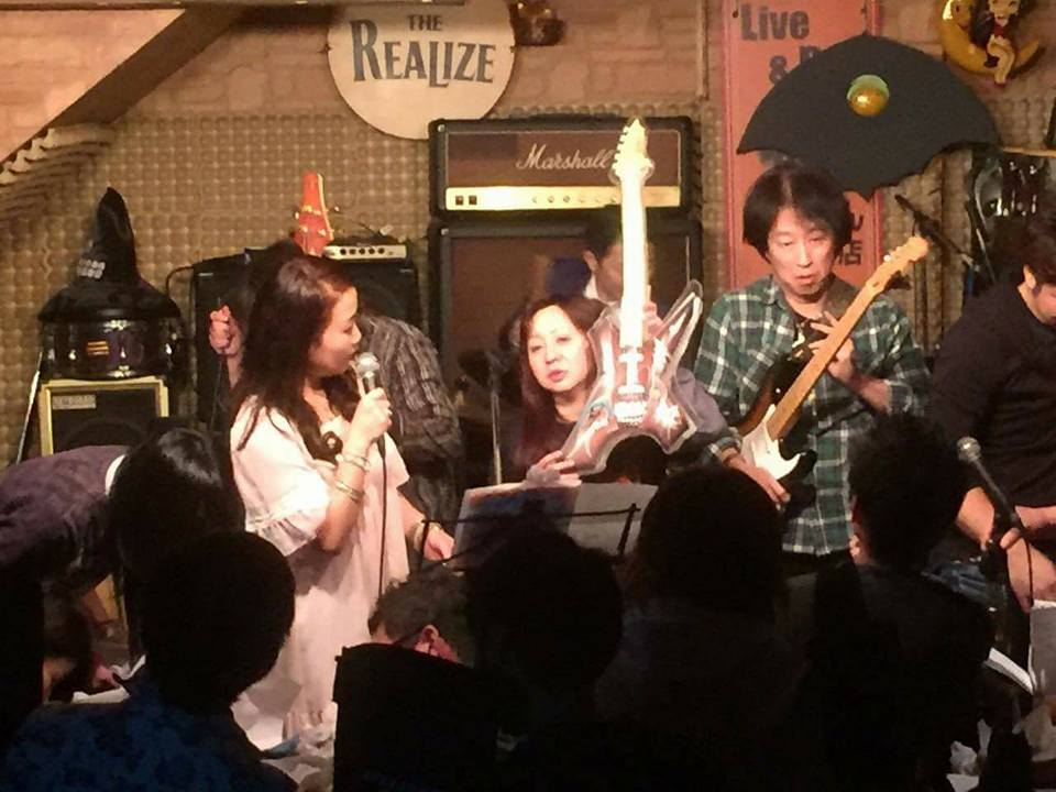 mc-gushiken-air-guitgar-yokoe-betty.jpg