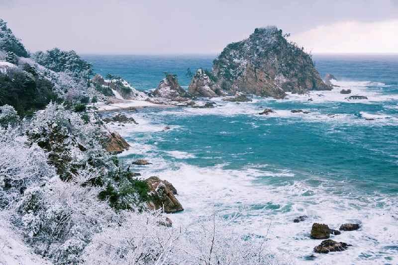 雪の浦富海岸