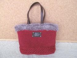 赤のファーバッグ