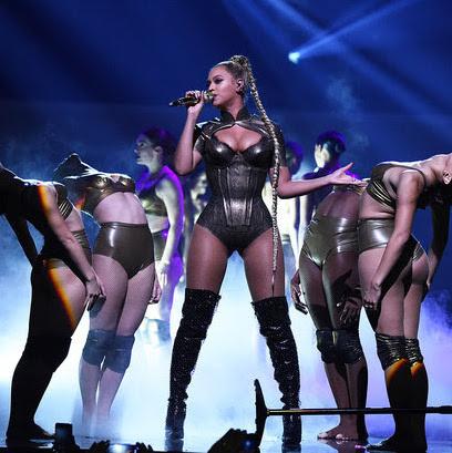 Beyonce Perform