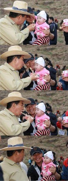 ノムヒョン大統領赤ん坊をからかう