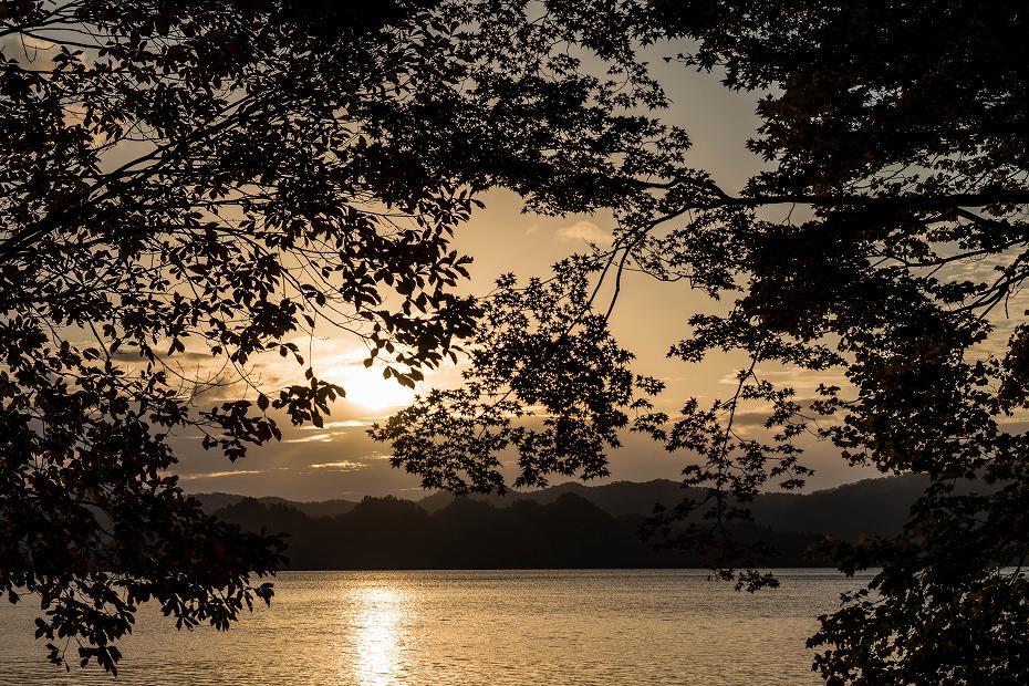 2016.10.28十和田湖の朝景5