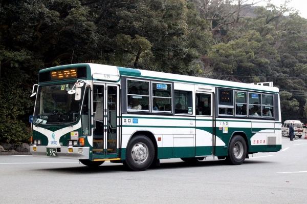 三重22き・952 1205