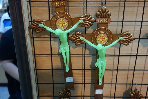 蛍光塗料塗のキリスト像