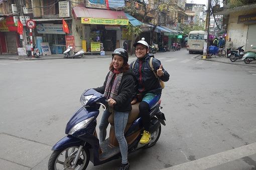 バイクに二人乗りでいきます!