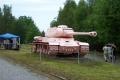 800px-Lešany,_Vojenské_muzeum,_růžový_tank