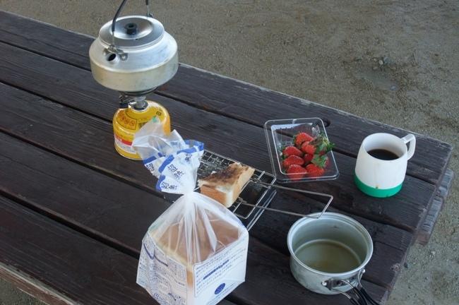 キャンプツーリングの朝食