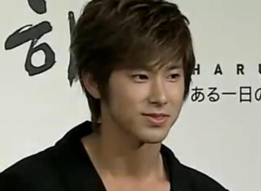 100826HARU記者会見ユノ