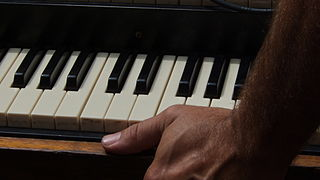 320px-Grip_on_Hammond_C3_Organ_manual,_SJSF_2012