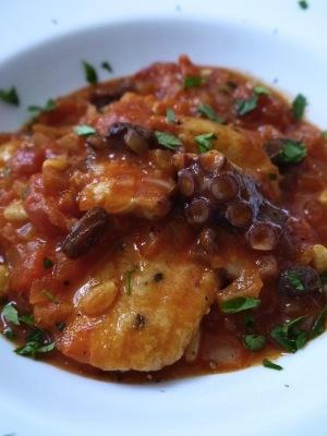 白身魚とタコのトマト煮