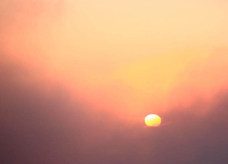 072 毛嵐の中の日の出0001