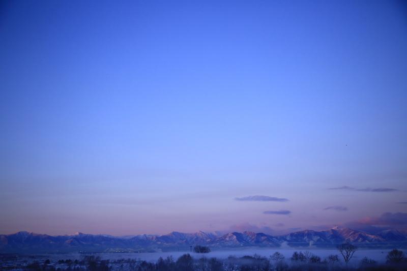 047 ピンクに染まる山並み0001