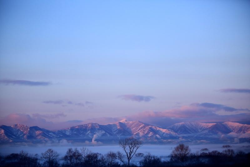 063a ピンクに染まる山並み0001