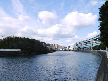 御笠川の下流を望む