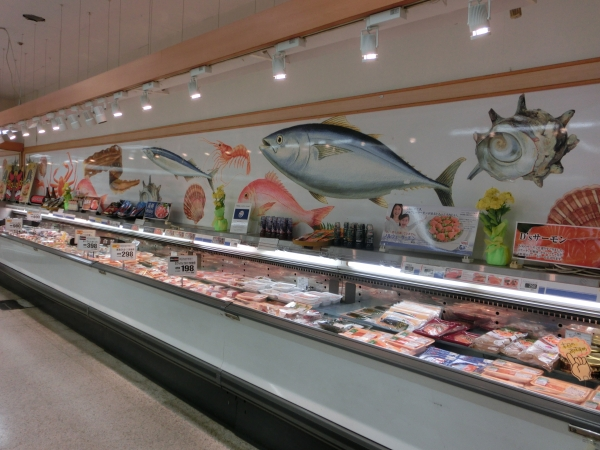 1階鮮魚壁面