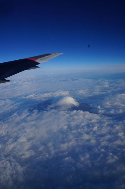 雲の帽子をかぶった富士山