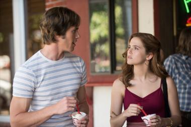 『エブリバディ・ウォンツ・サム!! 世界はボクらの手の中に』 ジェイク(ブレイク・ジェナー)はビバリー(ゾーイ・ドゥイッチ)という女の子と親しくなって……。