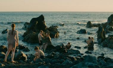 ルシール・アザリロヴィック 『エヴォリューション』 舞台となる島には女性と少年だけが住む。