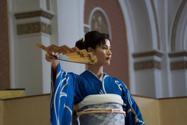 『古都』 舞(橋本愛)はほんまもんの帯を締めて日本舞踊を舞う。