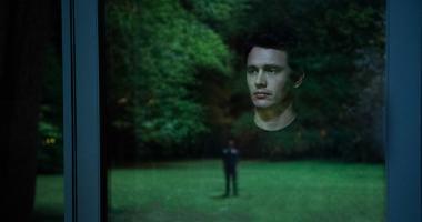 『誰のせいでもない』 窓ガラスへの映り込みを3Dで捉えている。主人公トーマスの視線の先に過去から現れたクリストファーが……。