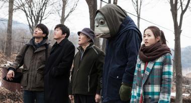 クォン・オグァン 『フィッシュマンの涙』 魚人間とその仲間たち。と言っても彼を利用しようとするばかりだが。