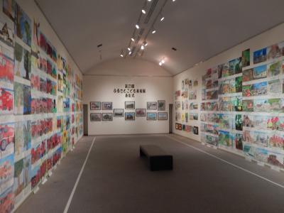 昨年度「第21回ふるさとこども美術展」展示風景