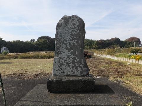 下土棚遊水地C池前の石像