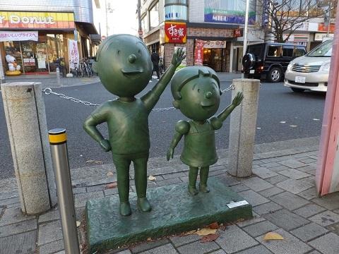 桜新町駅前・カツオとワカメの像